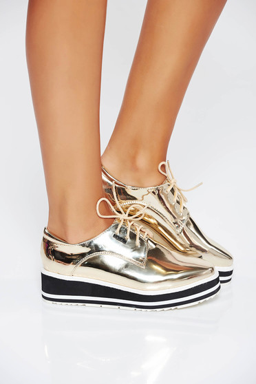 Gold casual shoes with lace metallic aspect