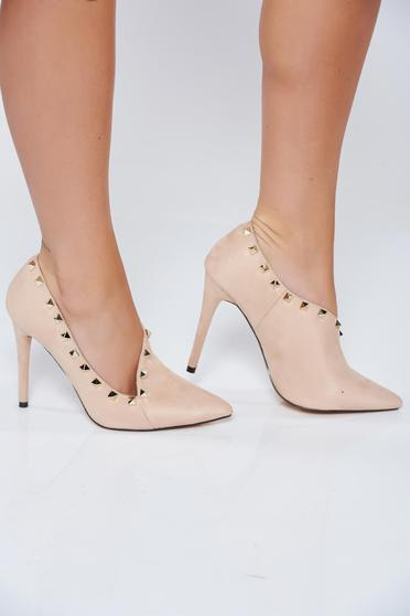 Cream elegant with high heels shoes with metallic spikes