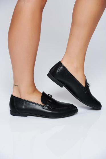 Black casual shoes with low heel