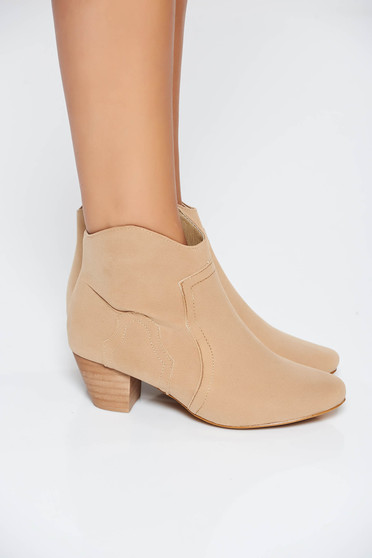 Casual cream ankle boots with square heel