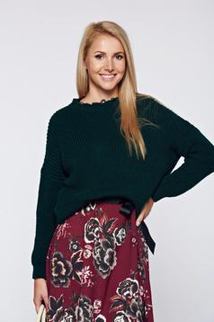 Green casual knitted sweater cut-out edge