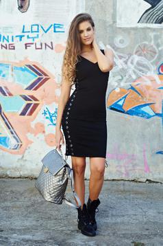 Sleeveless black pencil casual dress