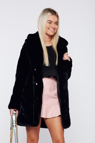 Black elegant fur with front pockets with inside lining