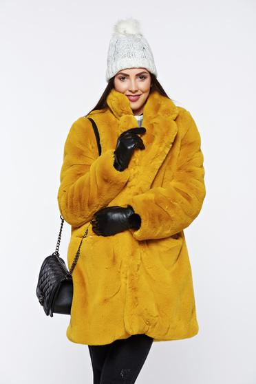 Yellow elegant fur with front pockets with inside lining