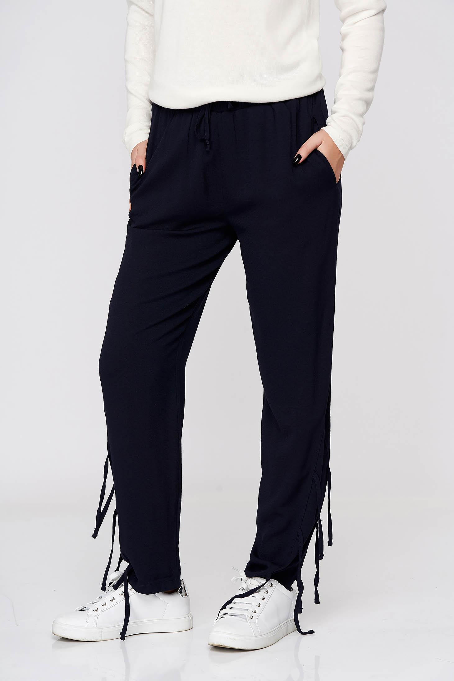Pantaloni Top Secret albastru-inchis cu croi larg si talie inalta din material vaporos cu elastic in talie accesorizati cu snur