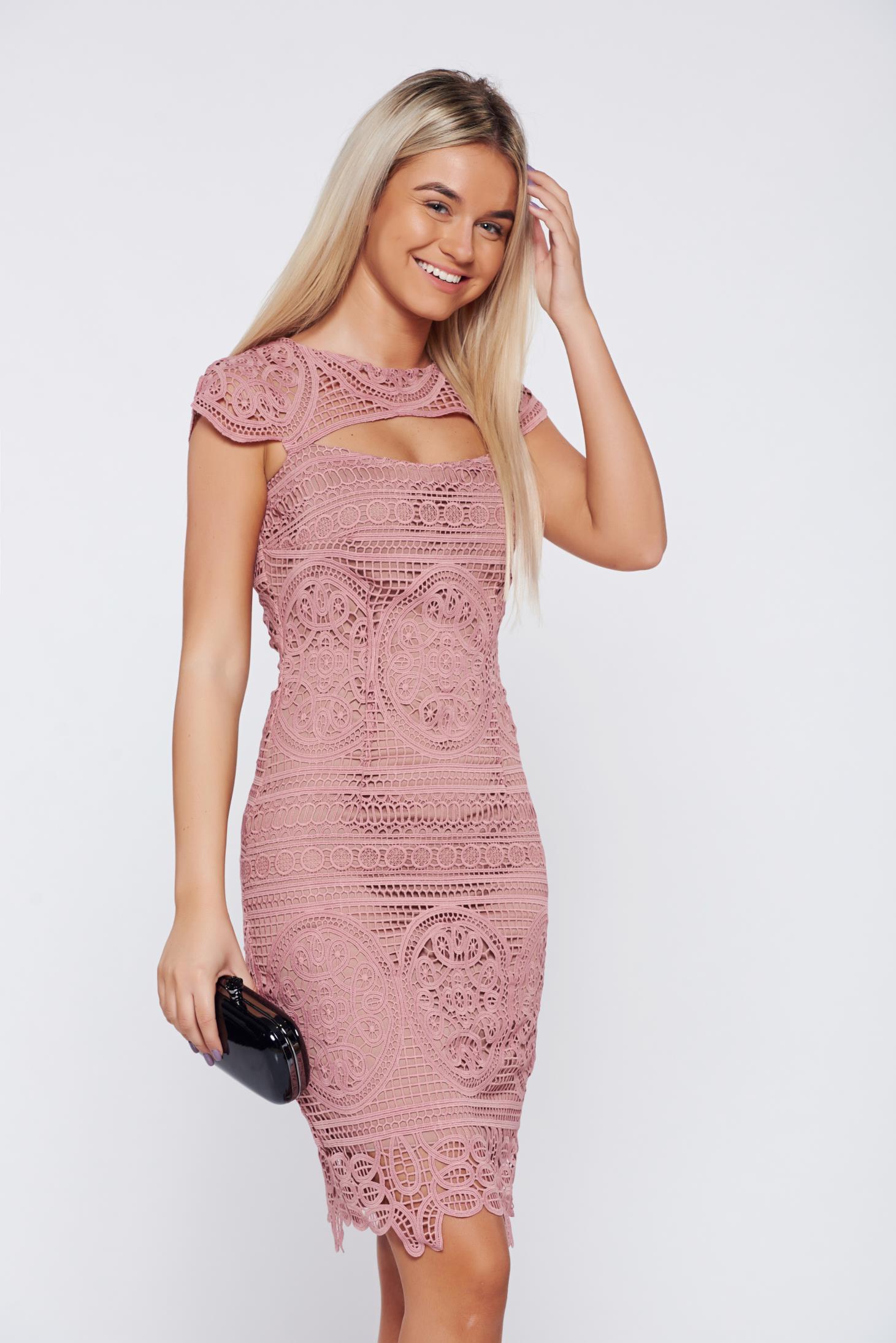 Rochie rosa eleganta tip creion decupata la bust