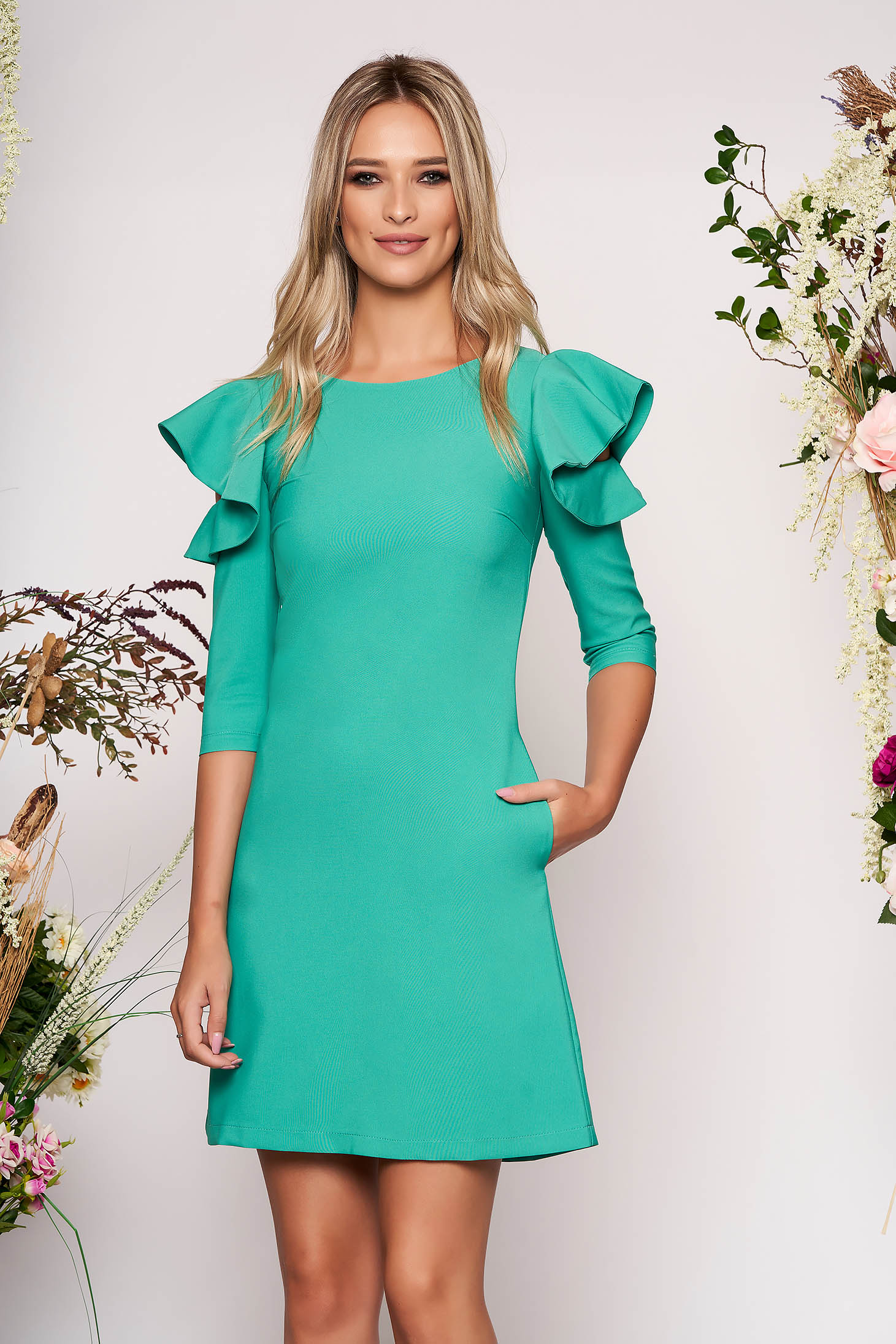 Rochie LaDonna verde eleganta de zi din stofa usor elastica cu croi in a si volanase la maneca