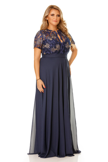 Occasional blue dress with a cleavage and embroidery details