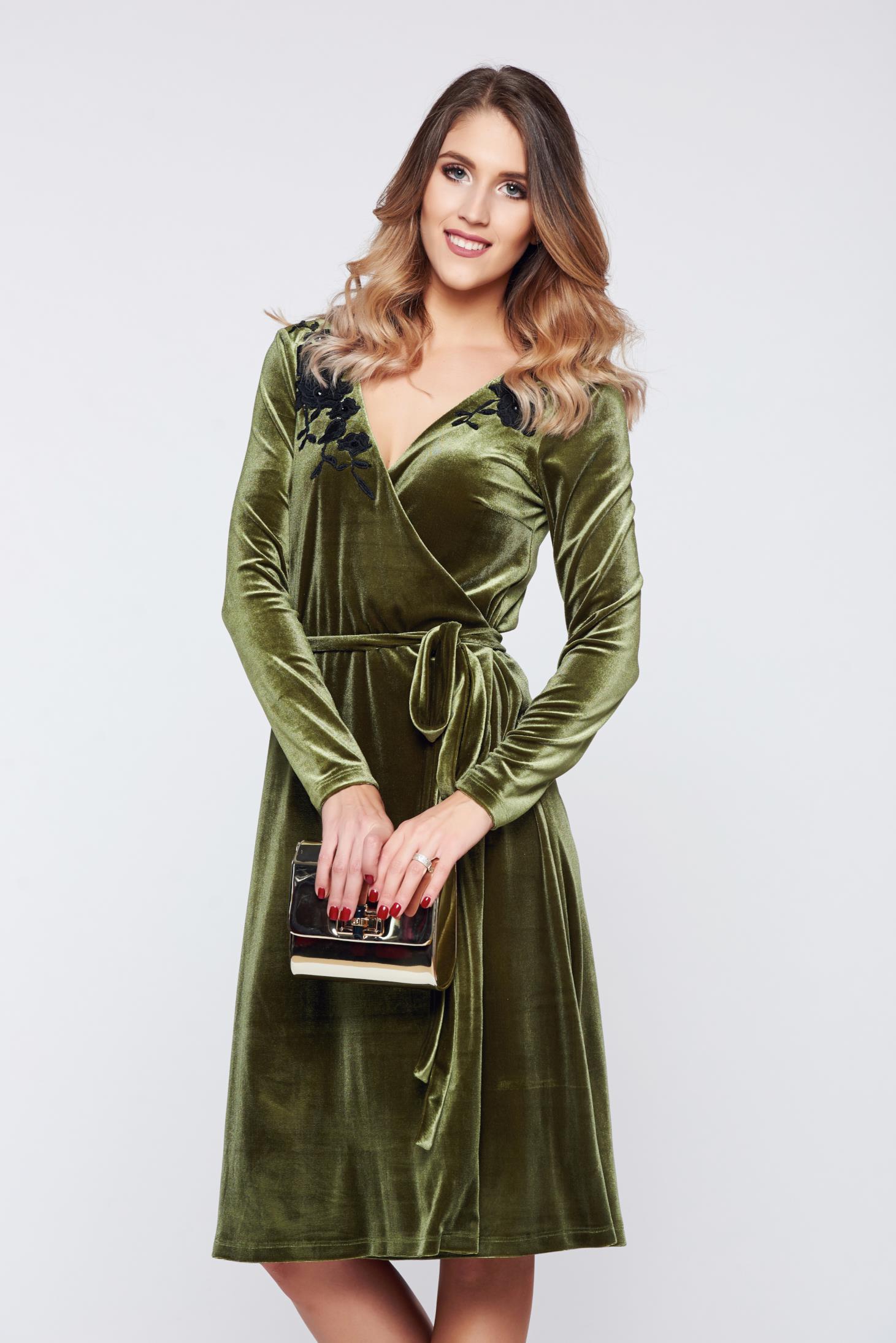 Rochie LaDonna verde de ocazie petrecuta din catifea cu aplicatii florale