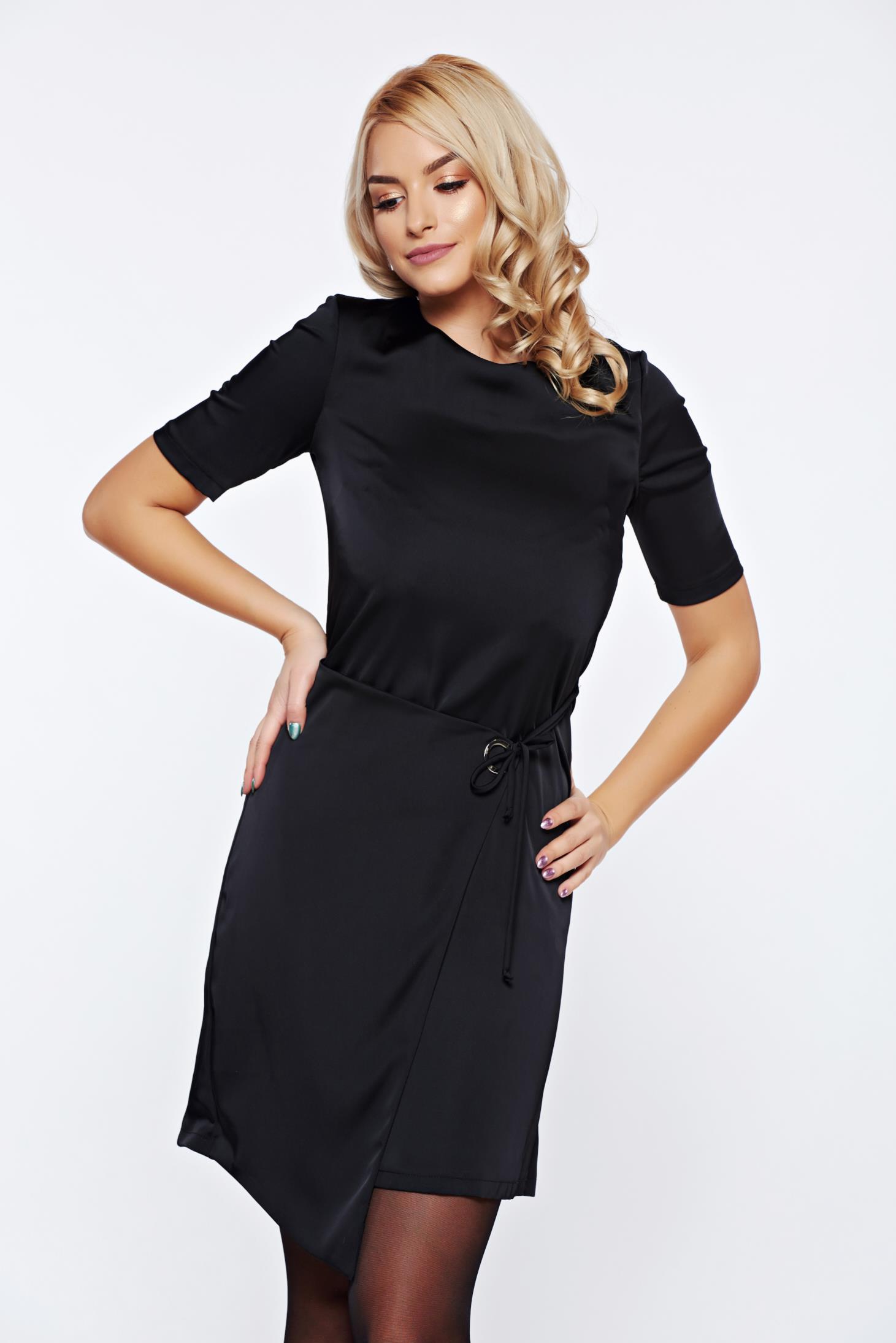 Rochie PrettyGirl neagra eleganta de zi cu croi asimetric