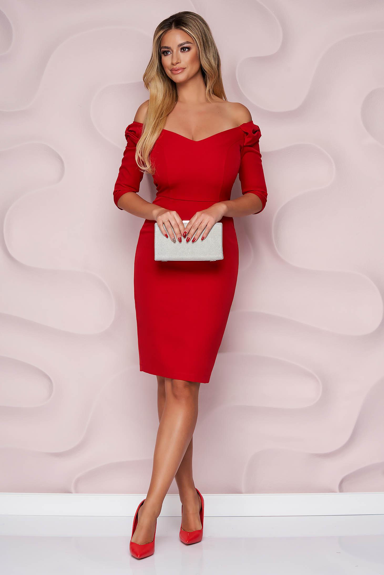 Piros StarShinerS alkalmi midi ceruza ruha v-dekoltázzsal, masni alakú kiegészítővel enyhén rugalmas szövetből