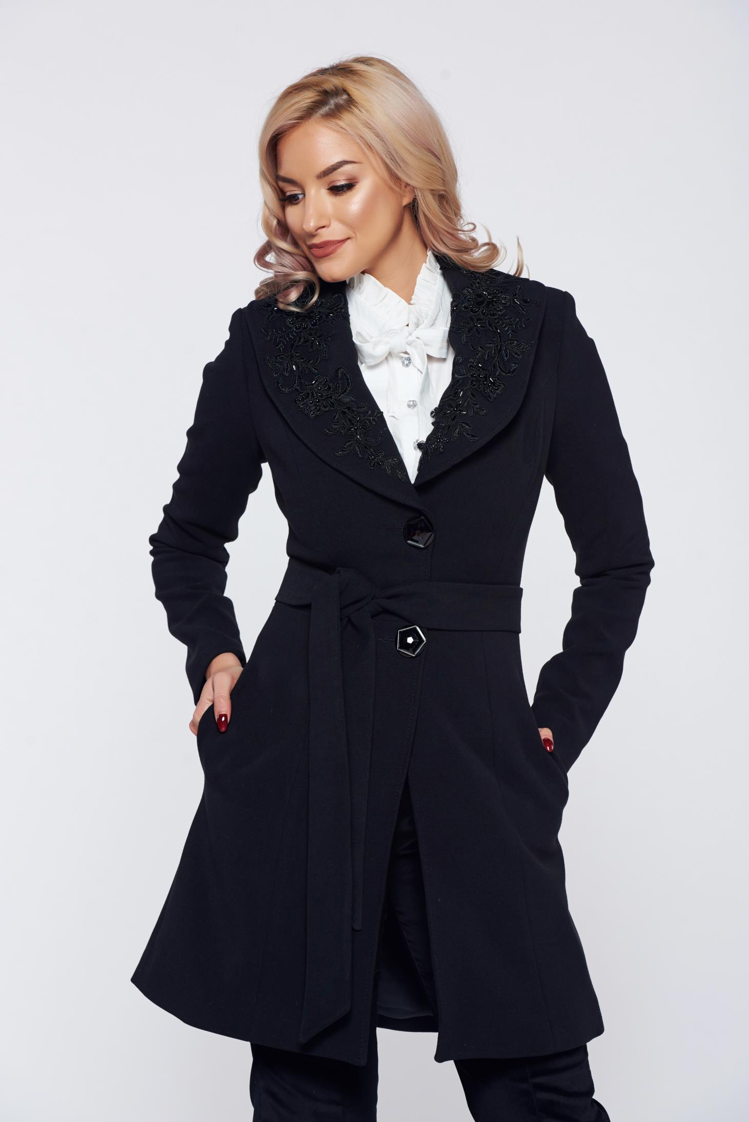 Palton Artista negru elegant cu buzunare cu insertii de broderie
