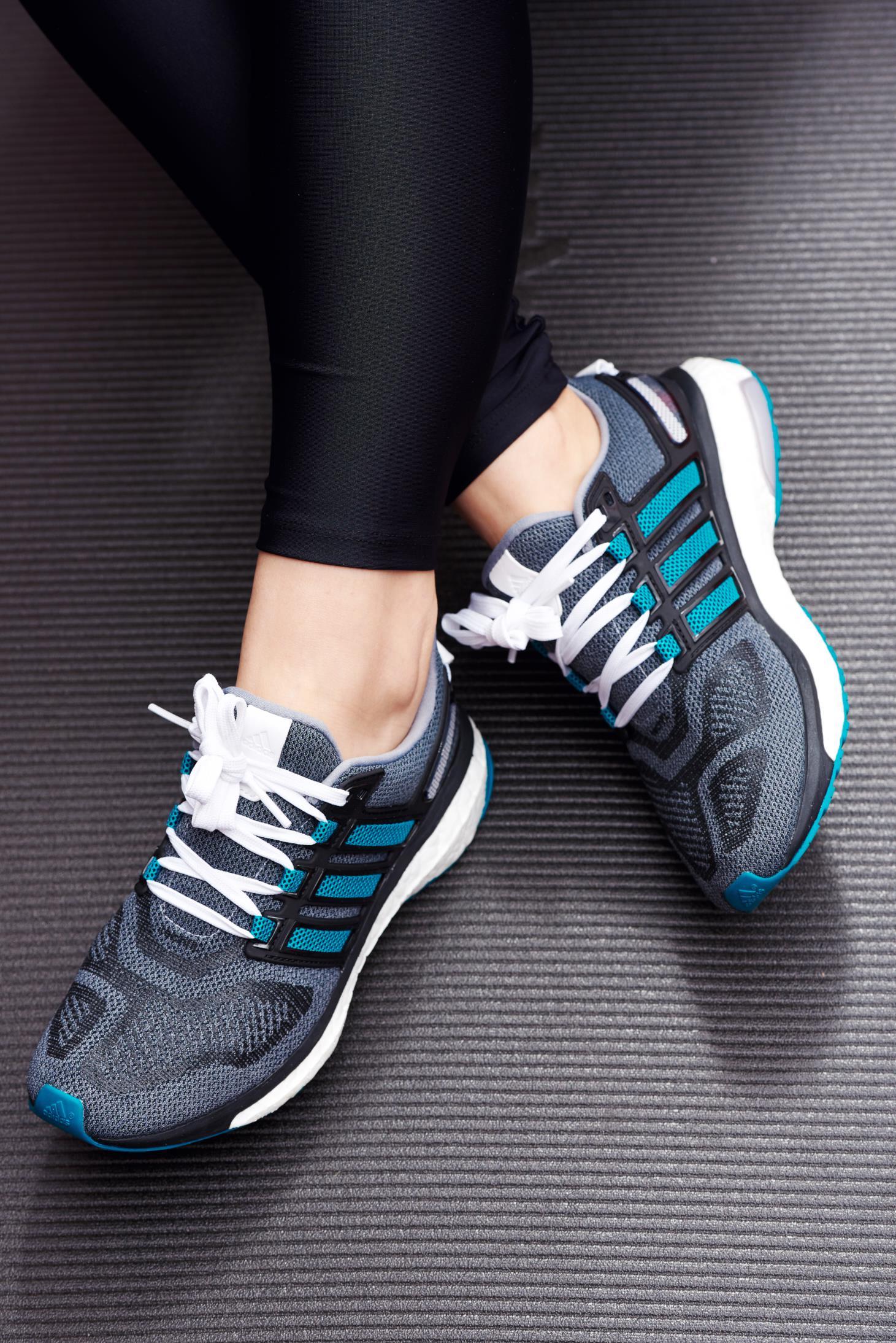 Pantofi sport Adidas Originals gri cu talpa usoara cu siret