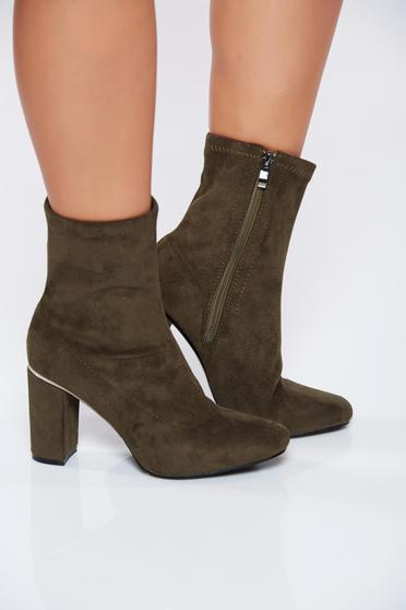 Green casual square heel ankle boots from ecological suede