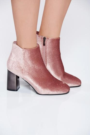 Pink square heel casual ankle boots with raised pattern