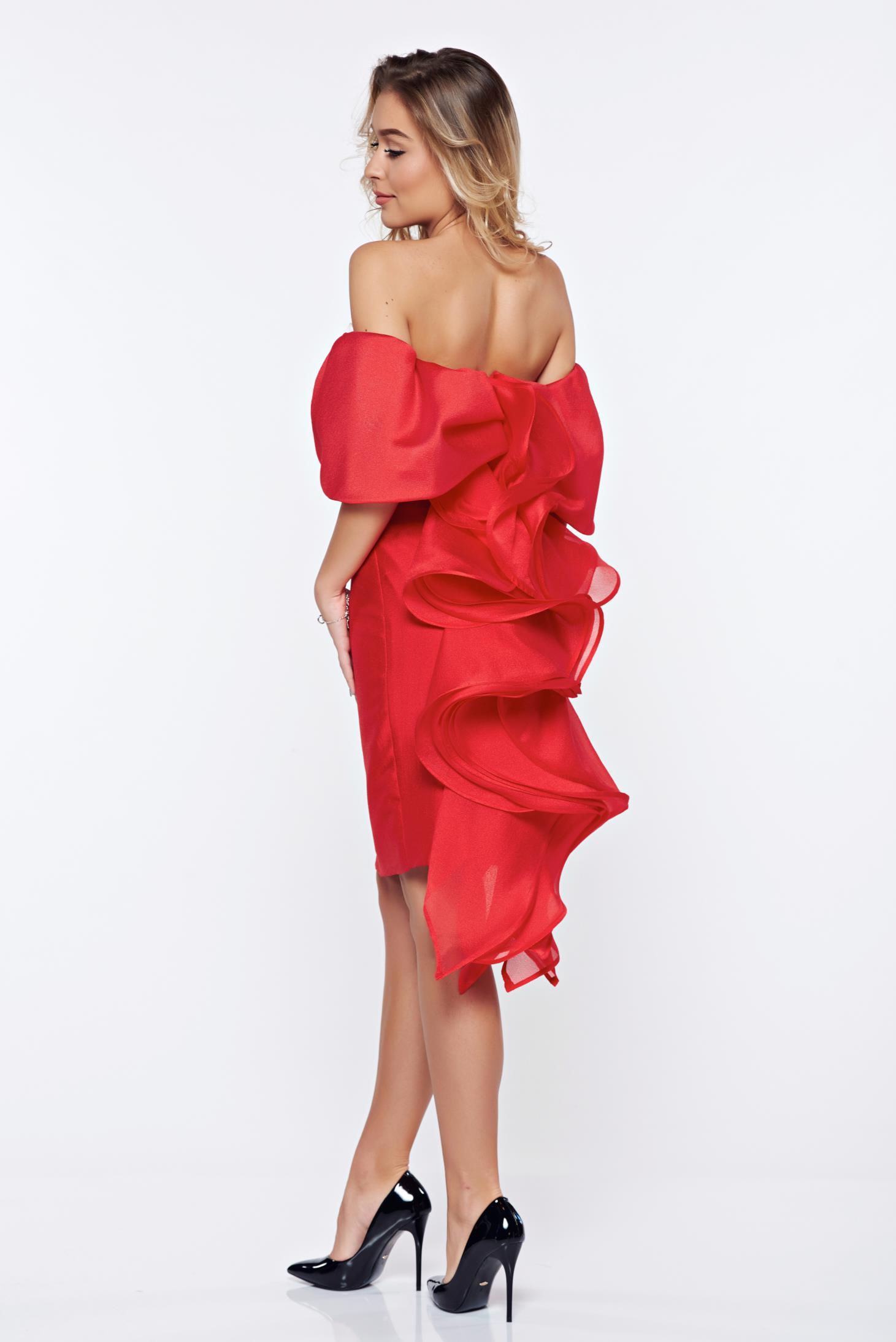 Piros Ana Radu alkalmi fodros ruha a vállakon ea238e6dda
