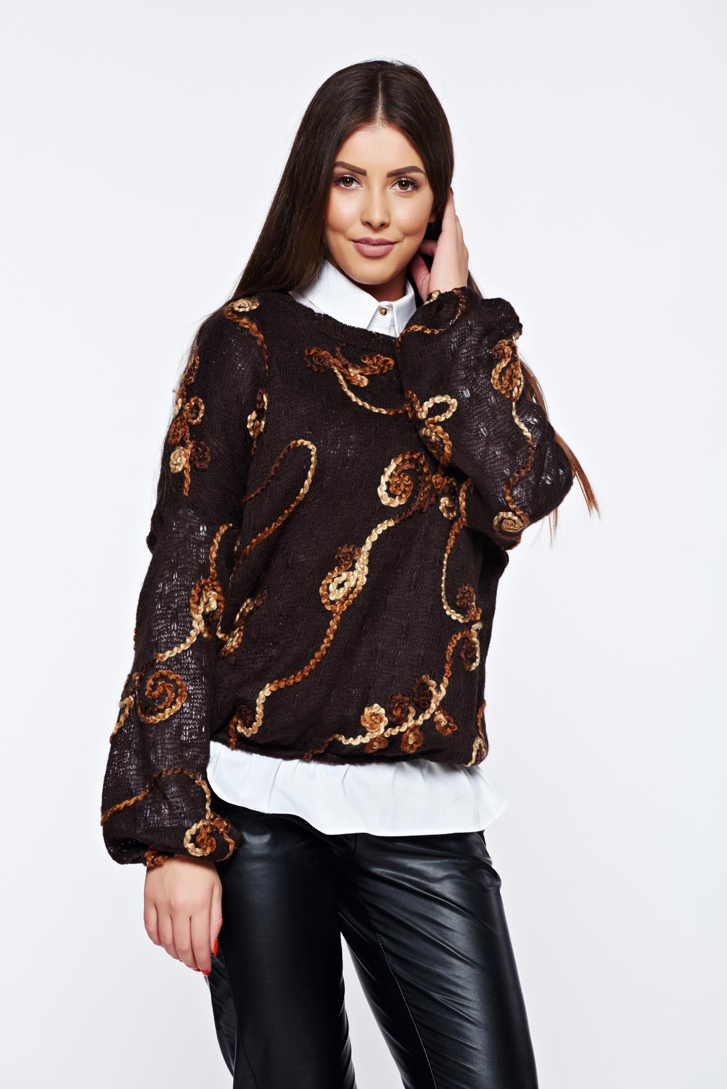 Pulover PrettyGirl maro casual tricotat cu broderie aurie cu croi larg
