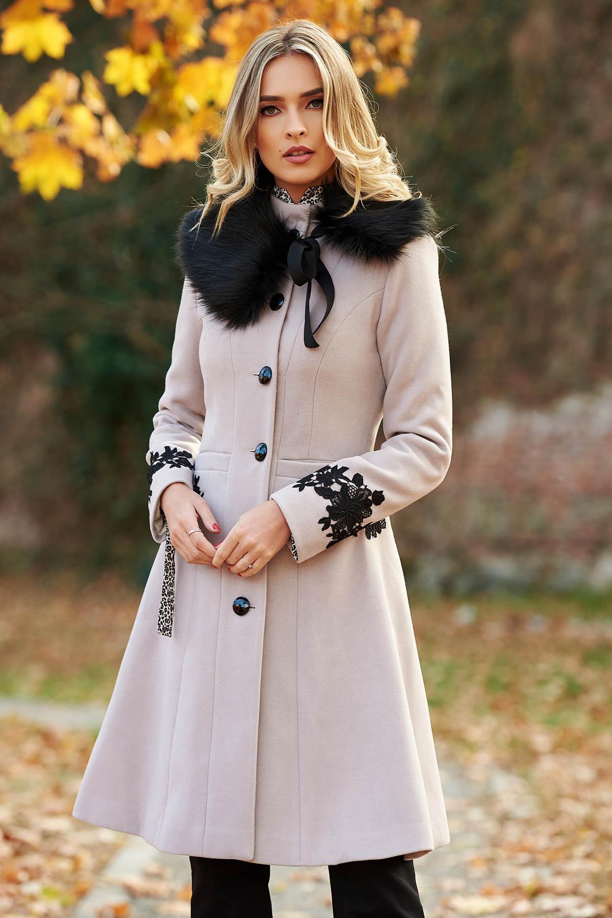 Palton LaDonna crem Best Impulse elegant din lana cu insertii de broderie captusit pe interior cu buzunare