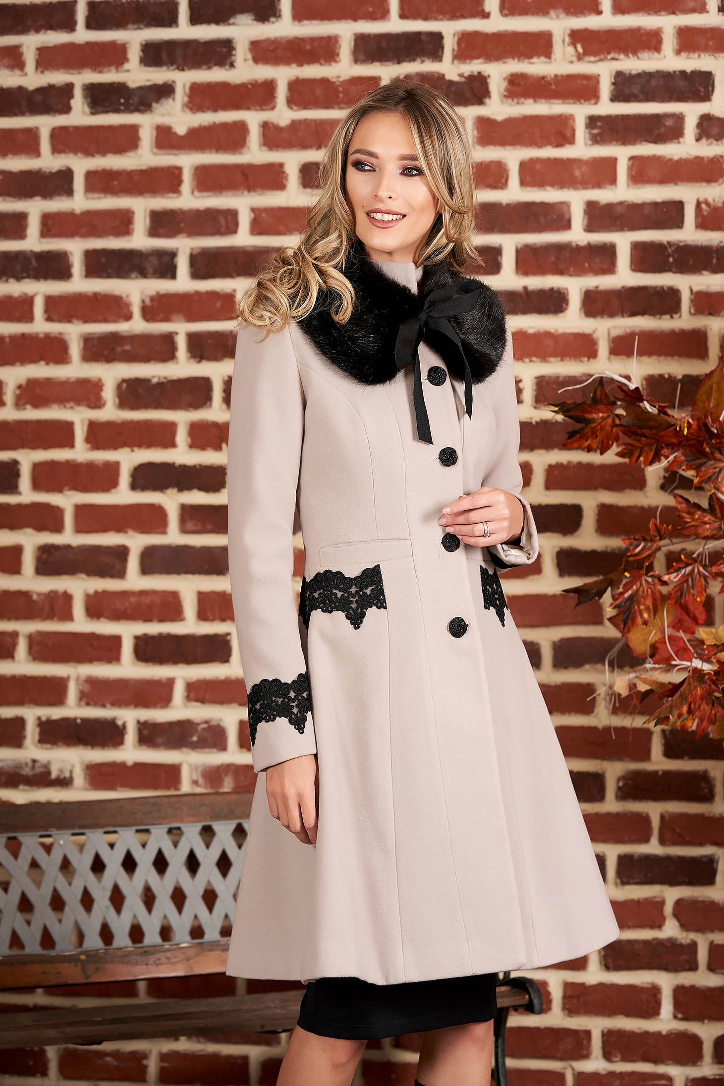 Palton StarShinerS crem best impulse elegant din lana cu insertii de broderie captusit pe interior