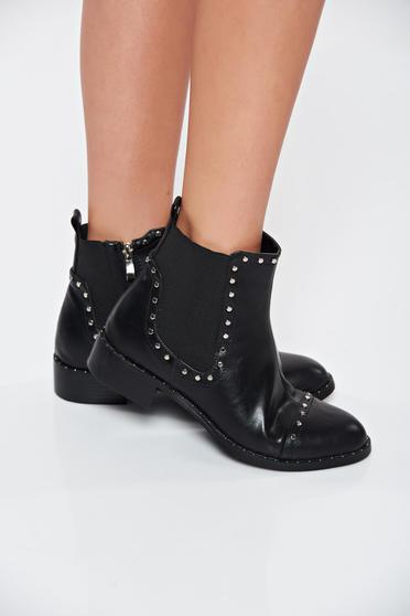 Top Secret black ankle boots from ecological leather aims