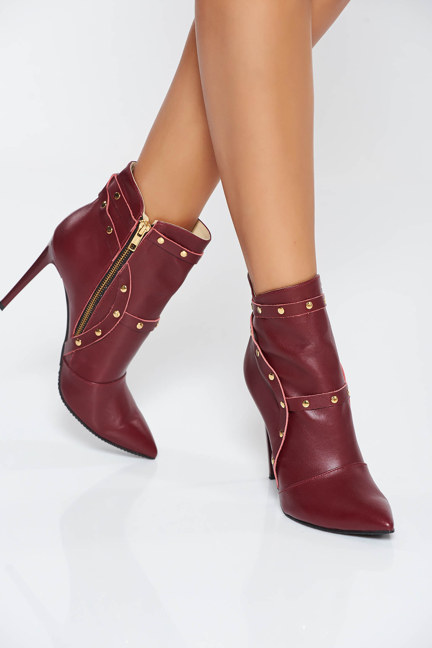 Burgundy natural leather ankle boots with high heels aims