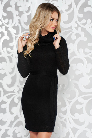 PrettyGirl black casual knitted dress accessorized with tied waistband