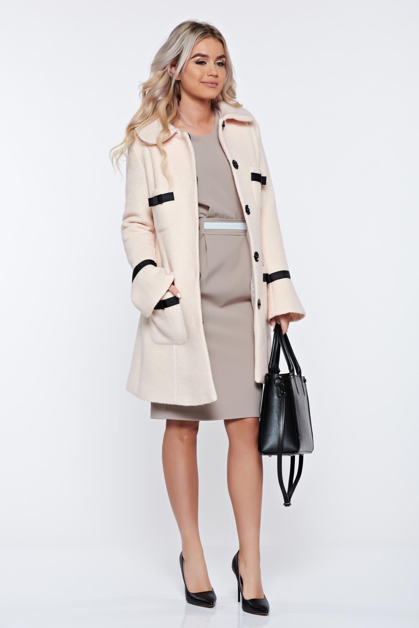 Palton LaDonna crem elegant din lana drept cu guler rotunjit accesorizat cu fundite