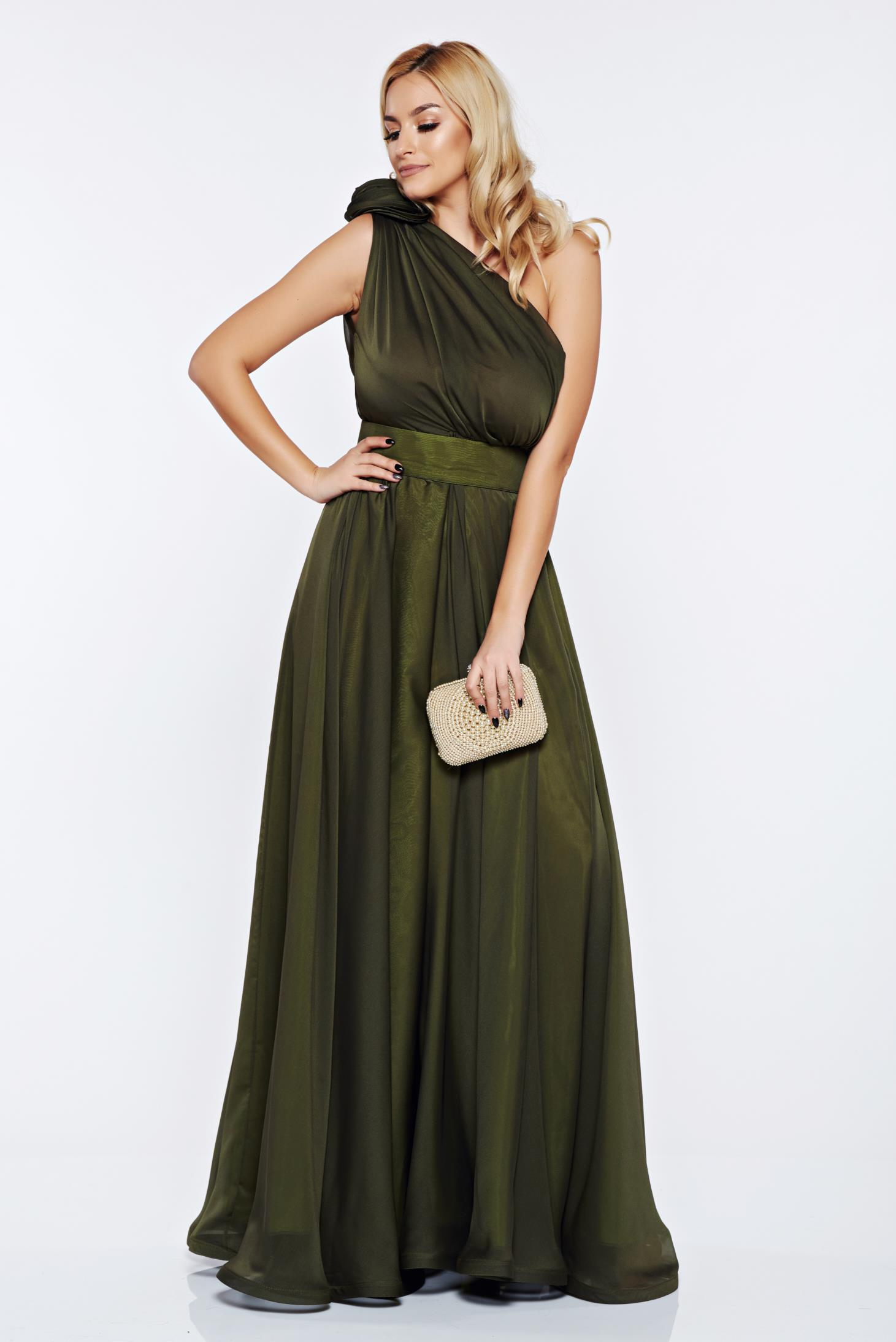 Rochie Ana Radu verde-inchis de lux pe umar din voal accesorizata cu cordon