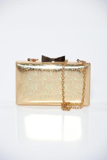 Gold occasional bag with metalic accessory with metallic aspect