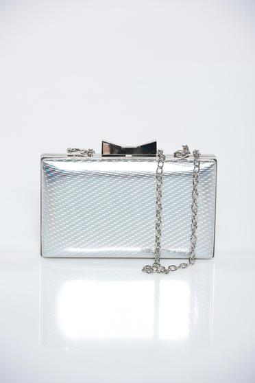 Silver occasional bag with metalic accessory with metallic aspect
