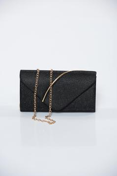 Occasional black bag with glitter details accessorized with chain