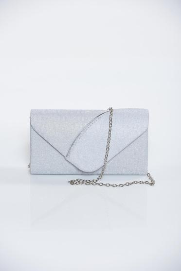 Occasional silver bag with glitter details accessorized with chain