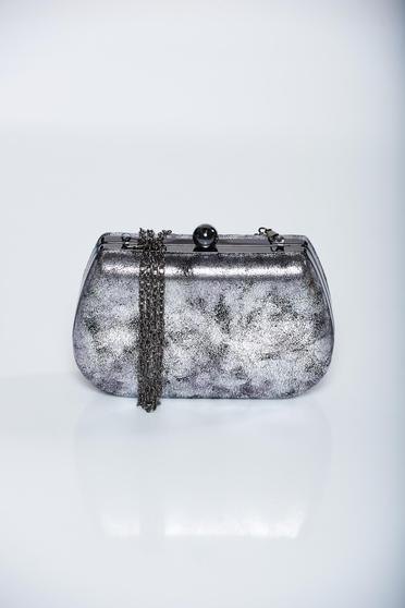 Silver occasional bag with metallic aspect with metalic accessory