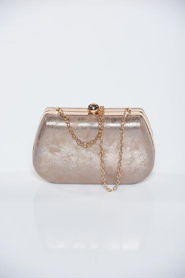 Cream occasional bag with metallic aspect with metalic accessory