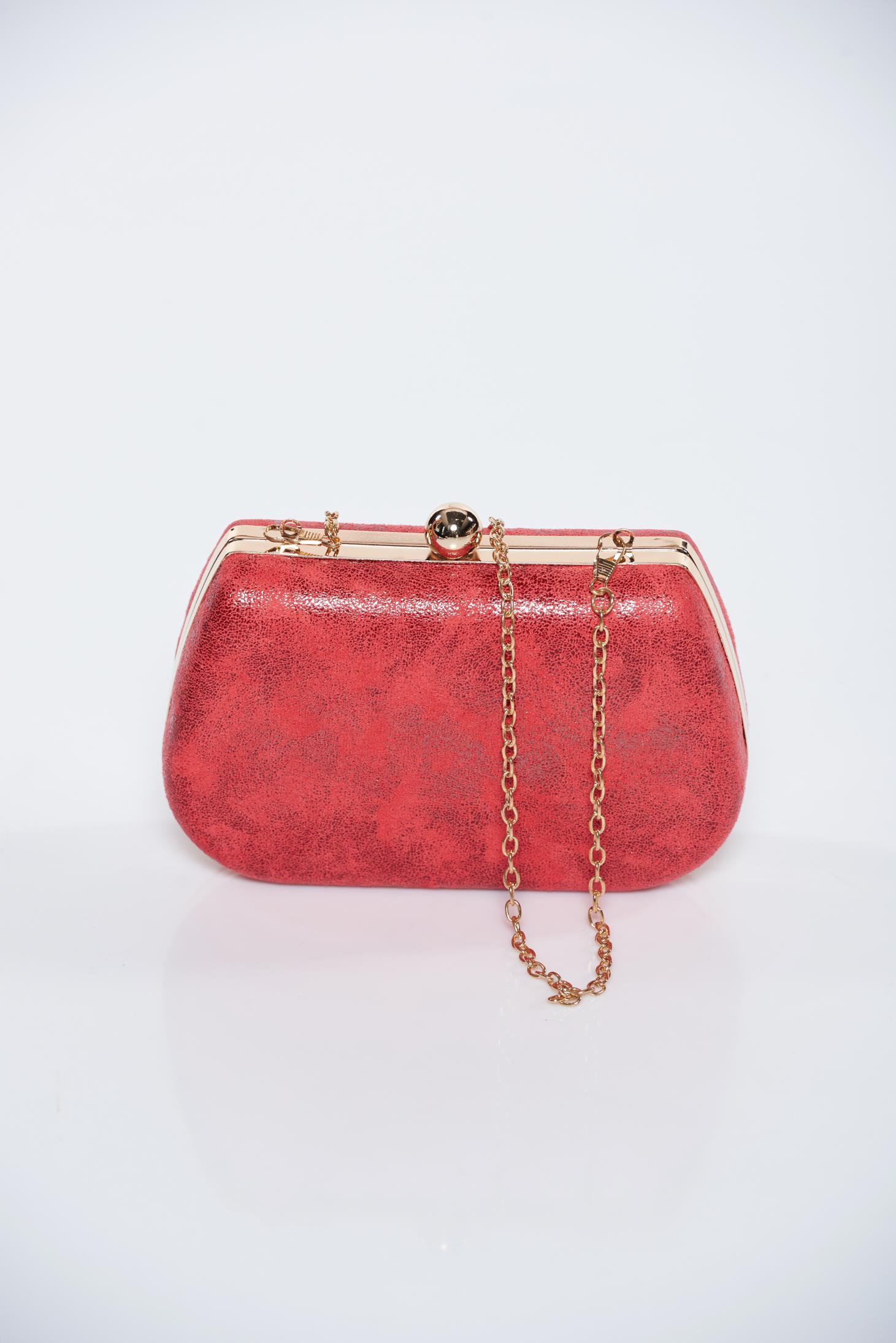 Geanta dama rosie de ocazie cu aspect metalic cu accesoriu metalic