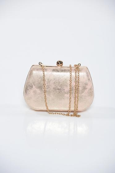 Pink occasional bag with metallic aspect with metalic accessory