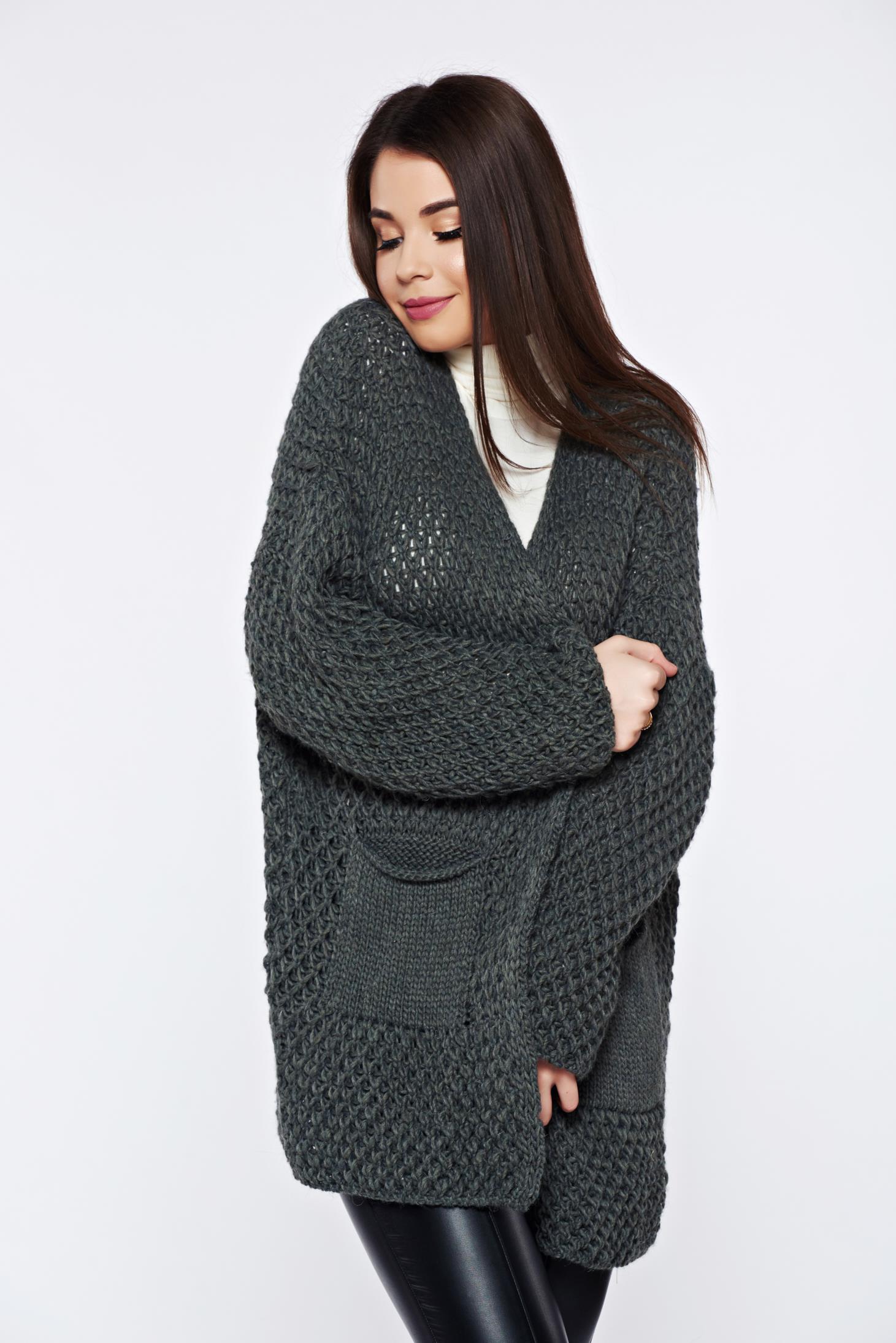 Cardigan khaki tricotat cu buzunare in fata