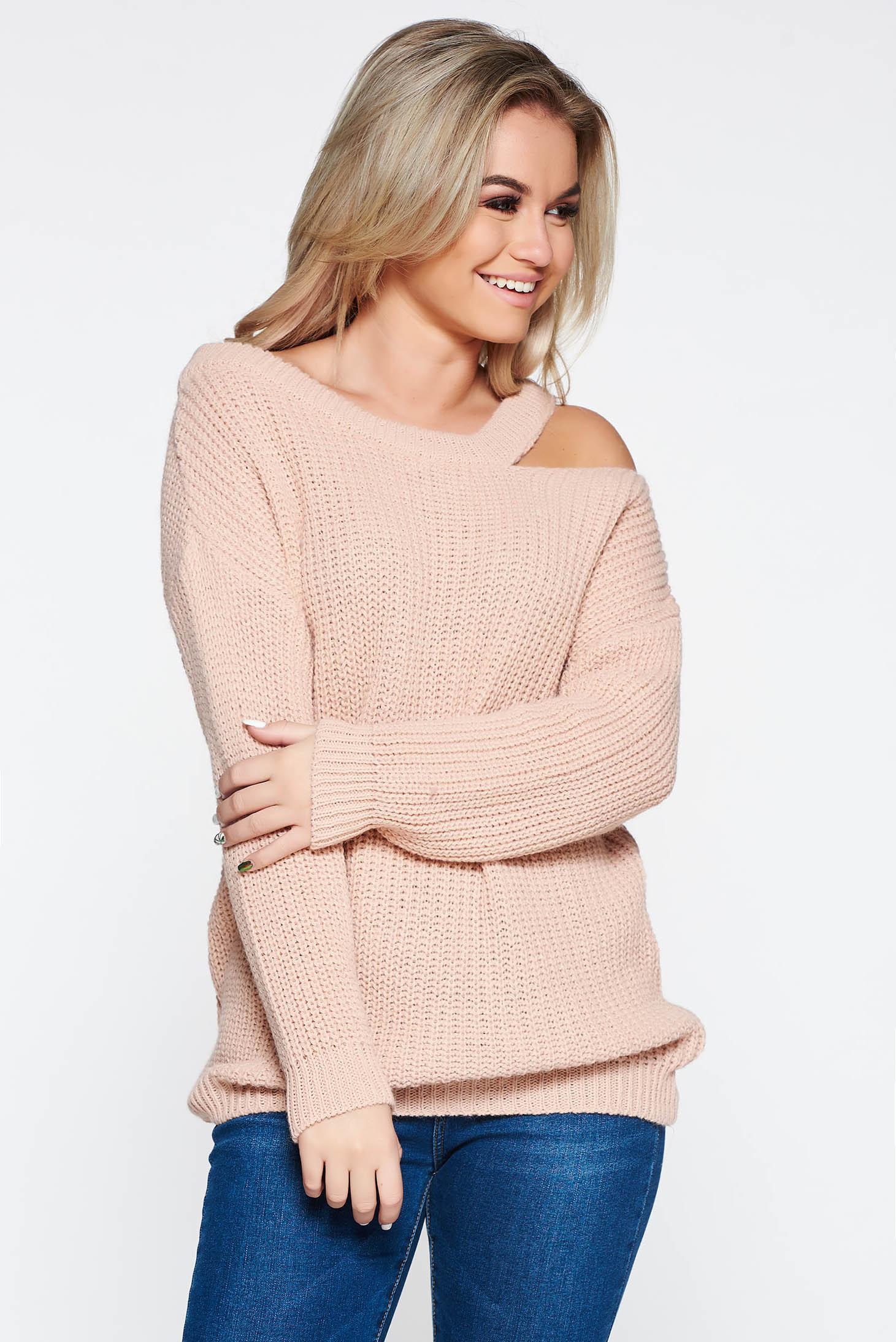 Rózsaszínű hétköznapi kötött bő szabású pulóver kivágott vállrésszel 23bcb72704