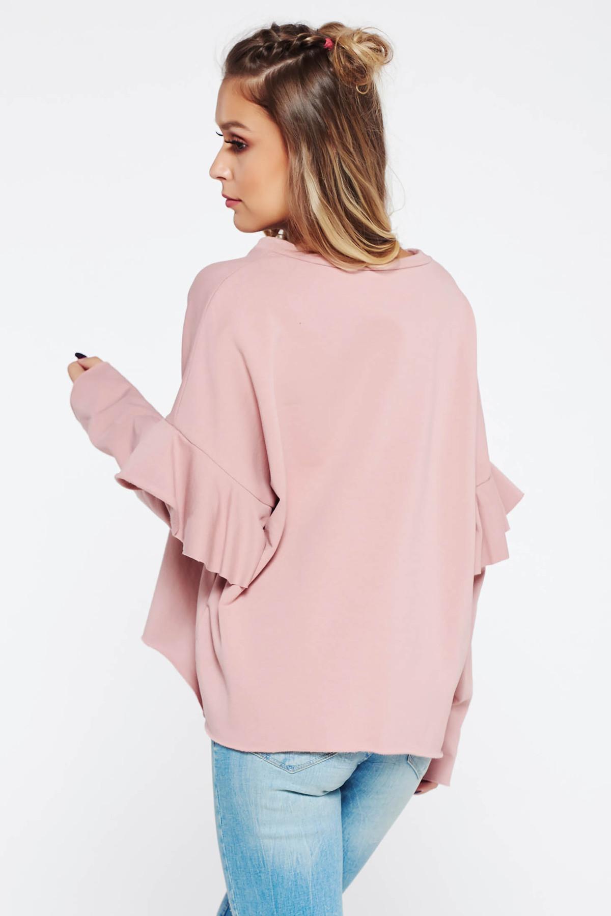 Pulover rosa casual brodat cu croi larg cu volanase la maneca