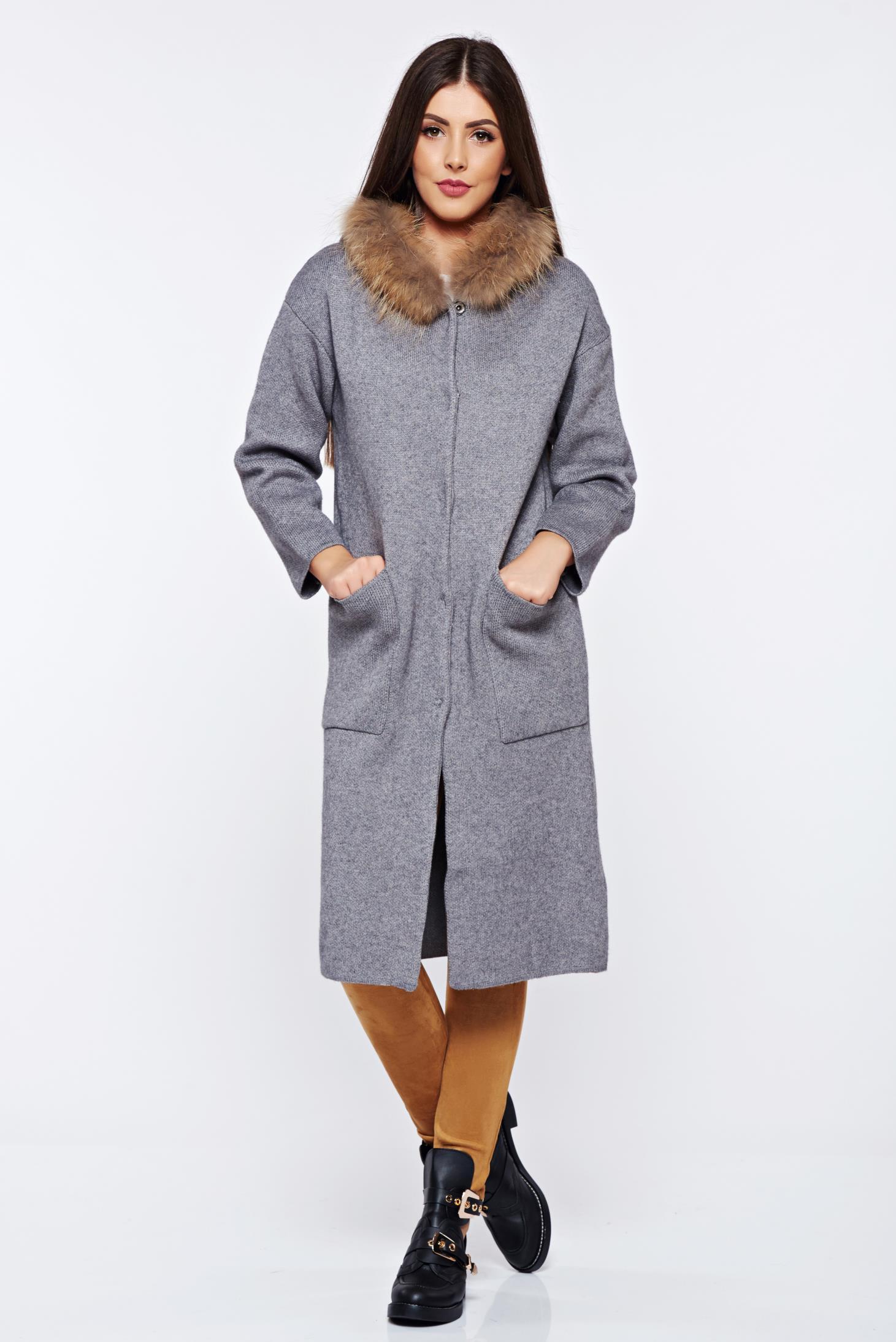 Cardigan gri tricotat din material gros cu insertii cu blana ecologica cu buzunare