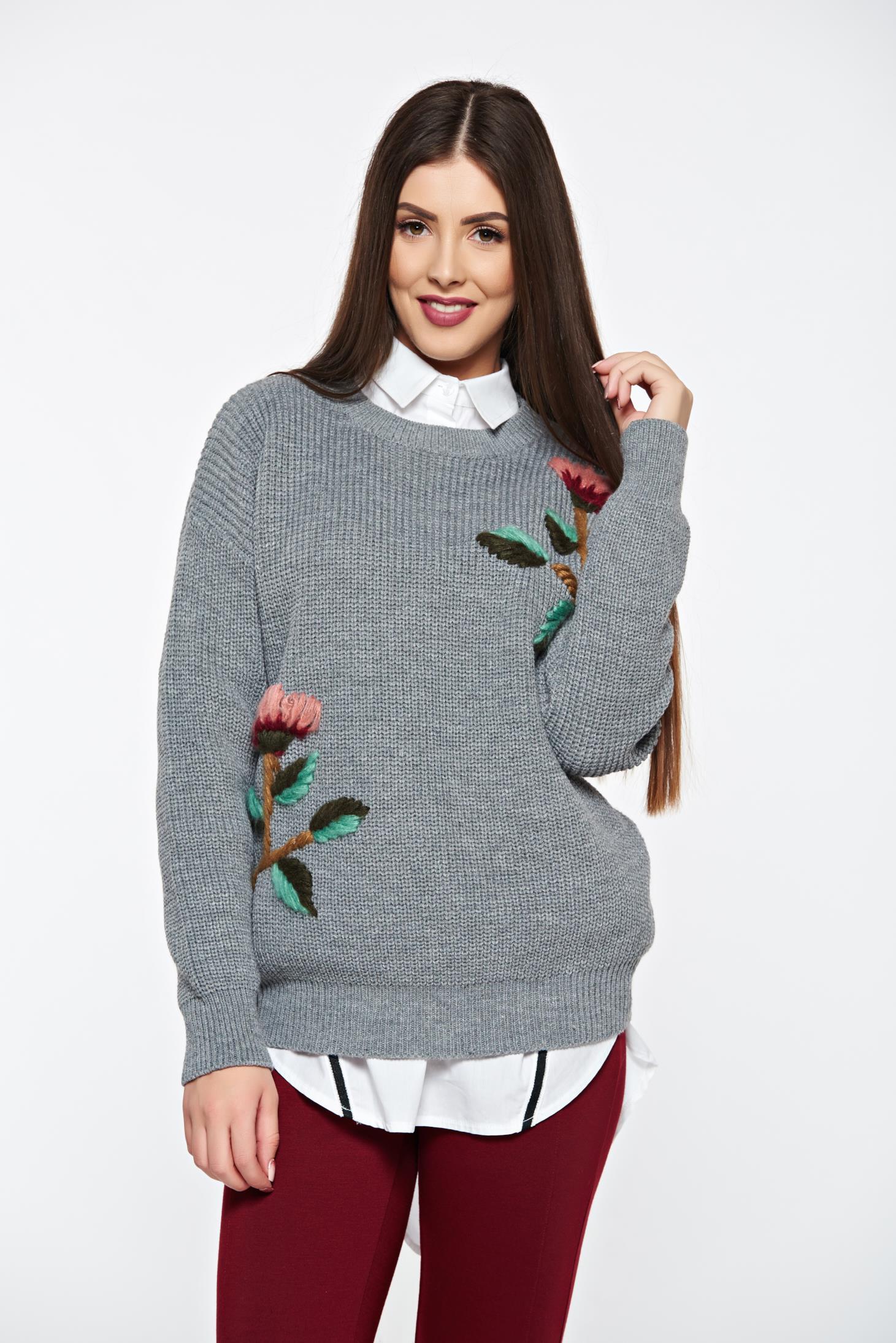 Pulover gri casual tricotat cu aplicatii florale cu croi larg