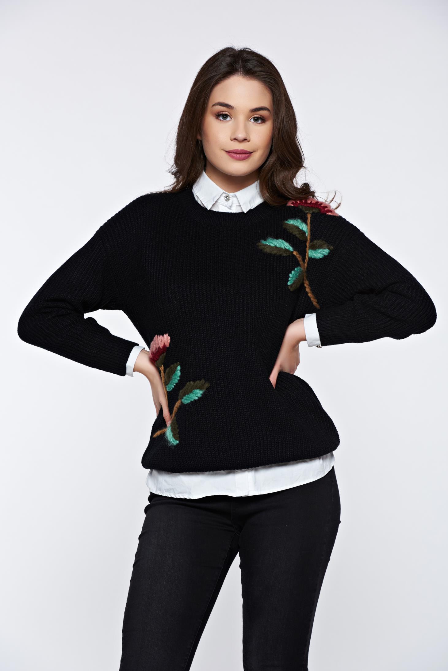 Pulover negru casual cu croi larg din material tricotat cu broderie