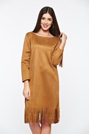 Daily brown dress from velour with fringes accessorized with breastpin