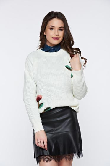 White casual knitted flared sweater with floral details