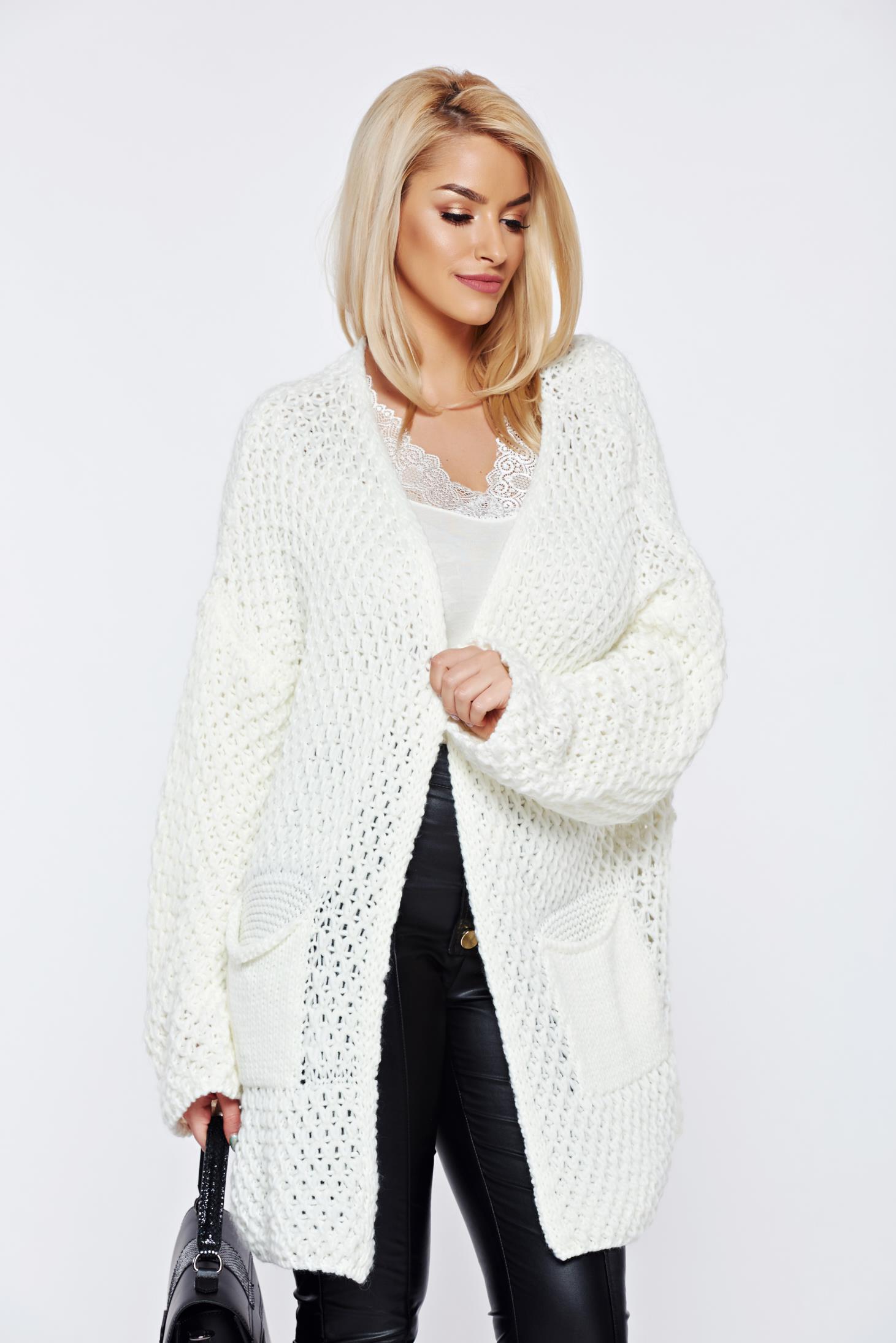 Cardigan alb tricotat cu buzunare in fata