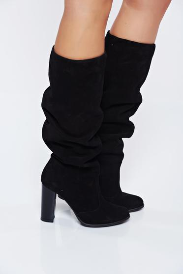 Black casual boots from suede with high heels