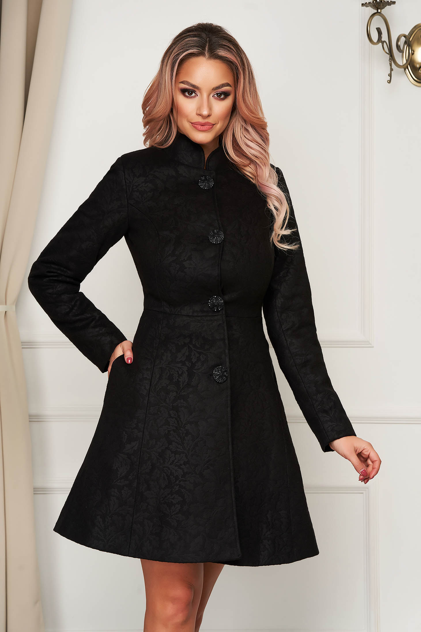 Palton Artista negru elegant scurt in clos din stofa neelastica cu umerii buretati captusit pe interior