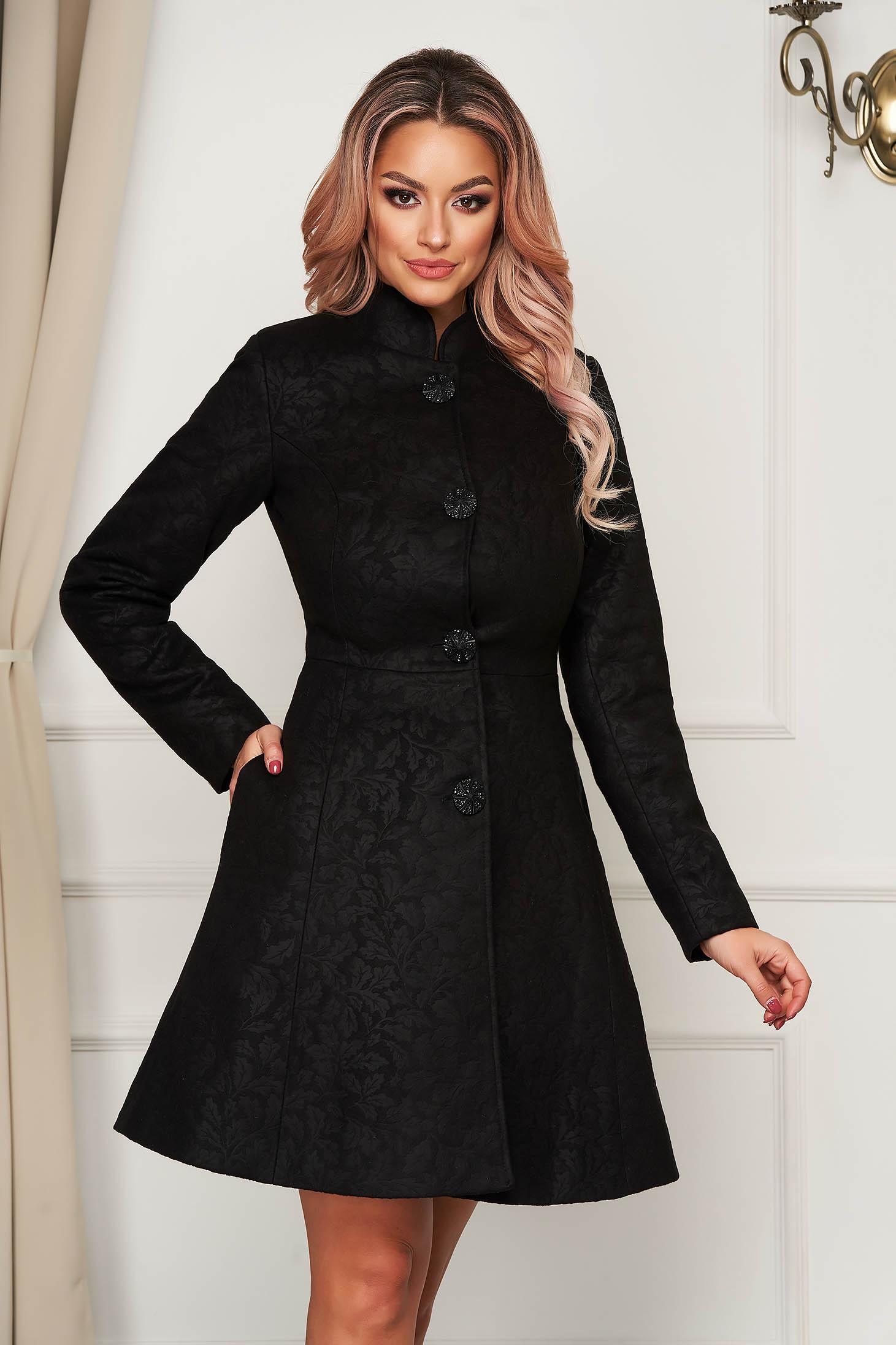 Palton Artista negru scurt in clos din stofa neelastica cu umerii buretati captusit pe interior