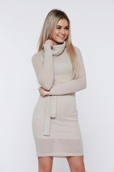 PrettyGirl nude casual knitted dress accessorized with tied waistband