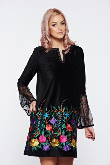 LaDonna black dress embroidered velvet with laced sleeves